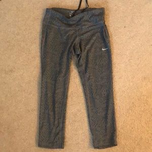 size: small Nike cropped leggings